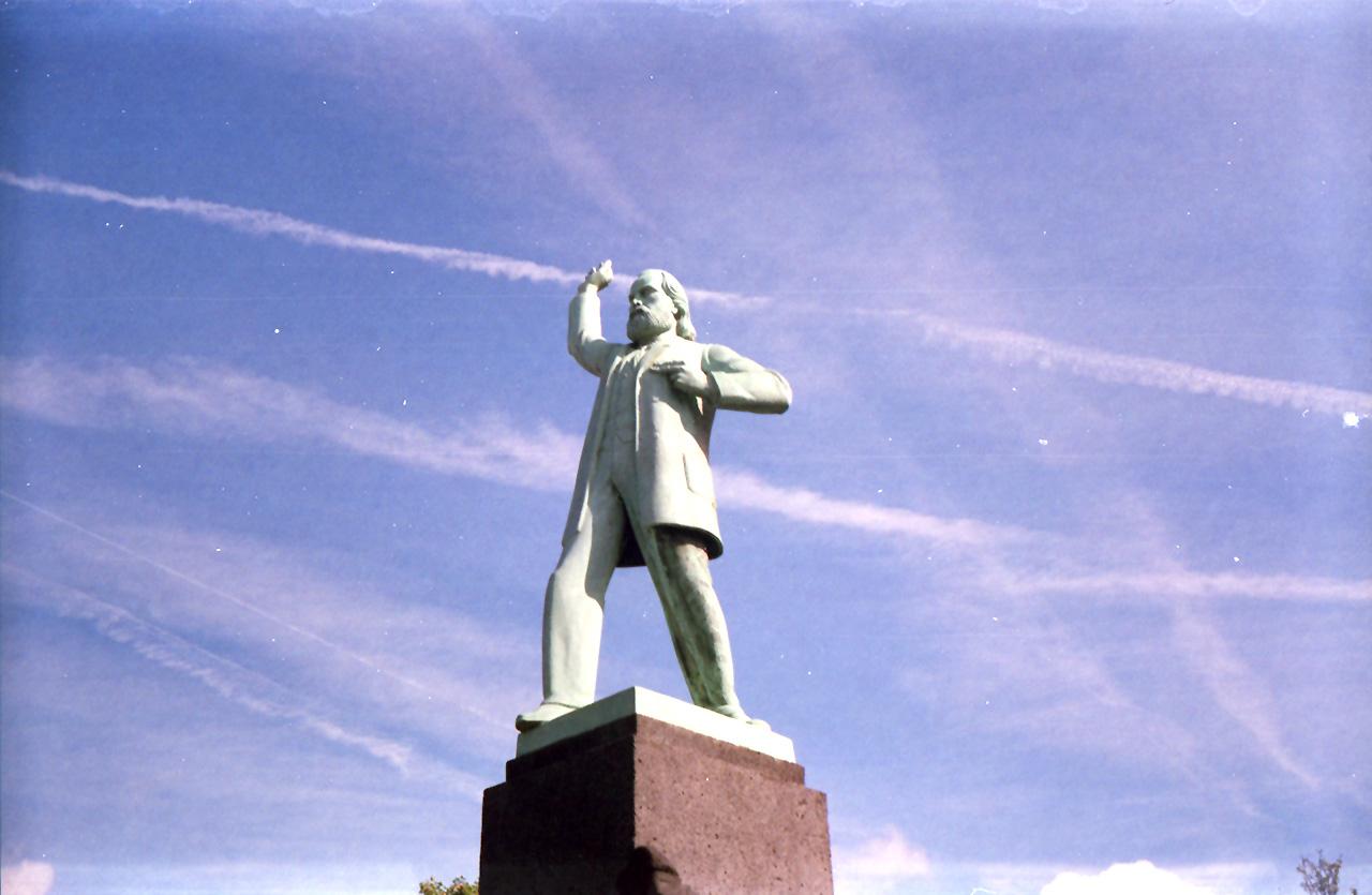Rode Tour Amsterdam - Standbeeld Doemela Nieuwenhuisen