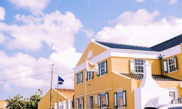 Nederlandse regering mengt zich opnieuw in Curaçao