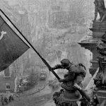 Rode Vlag, Zwarte As, De Antifascistische Overwinning